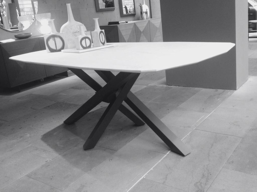 bellissimo il tavolo Sgangai Riflessi nella versione top in marmo