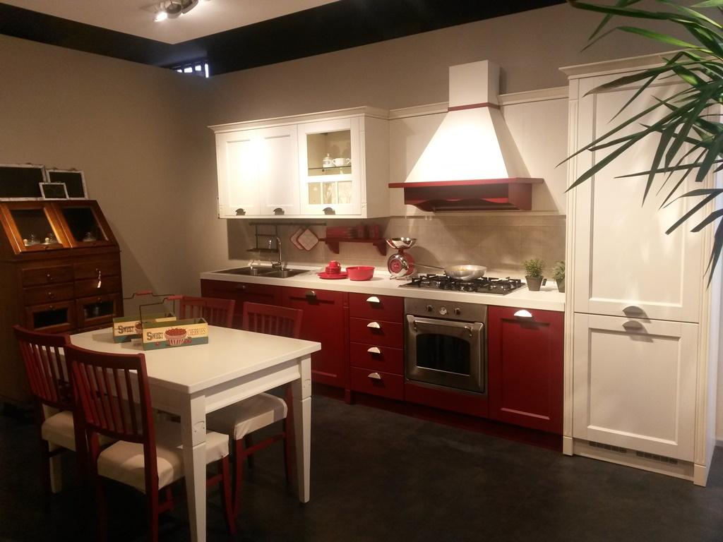 Veneta Cucine Modello Tulipano.Veneta Cucine Modello Gretha Rosso E Bianco