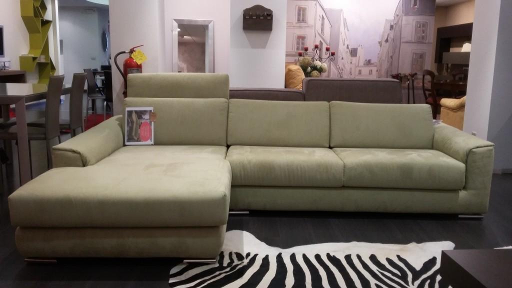 Divano con chiase lounge verde