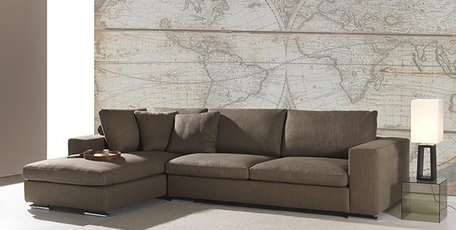 divano marrone con penisola
