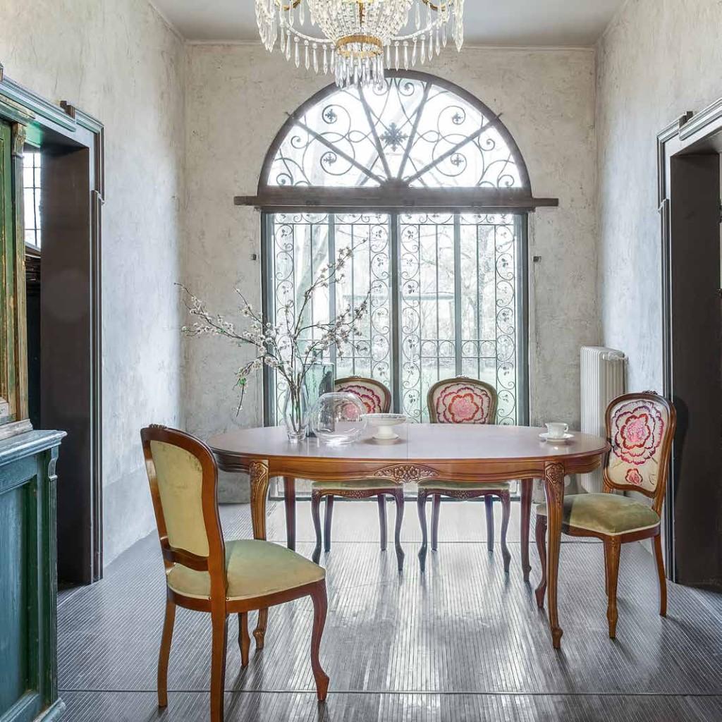 Tavolo ovale in noce stile classico