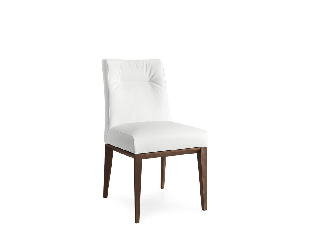 Sedia Tosca Calligaris con struttura in legno e seduta imbottita in morbida pelle