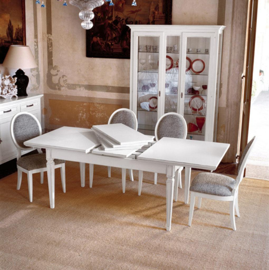 Tavolo stile classico modello Amedeo, aperto.