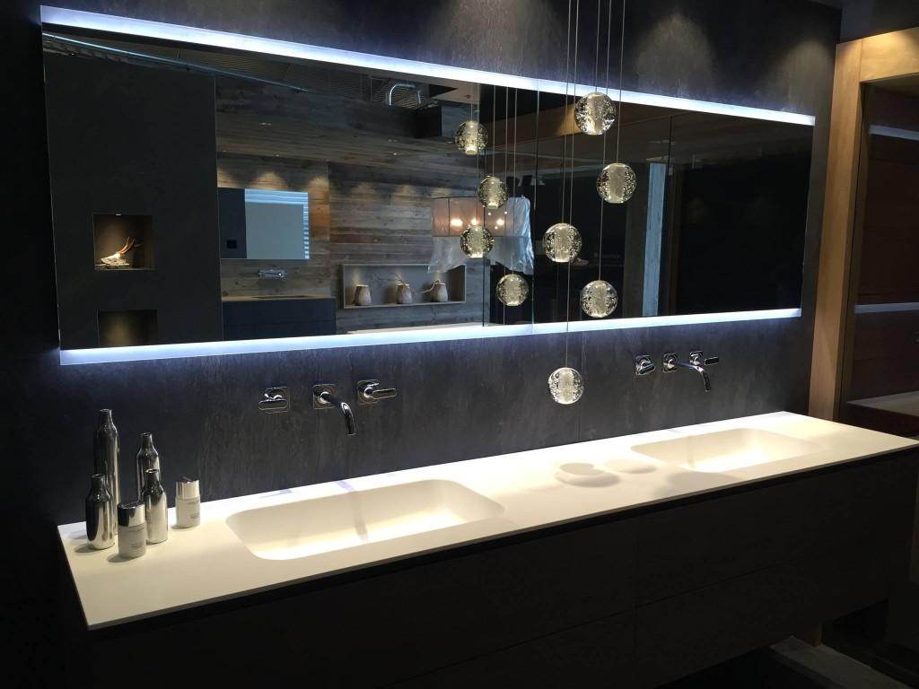 Bagno doppio lavandino e doppio specchio