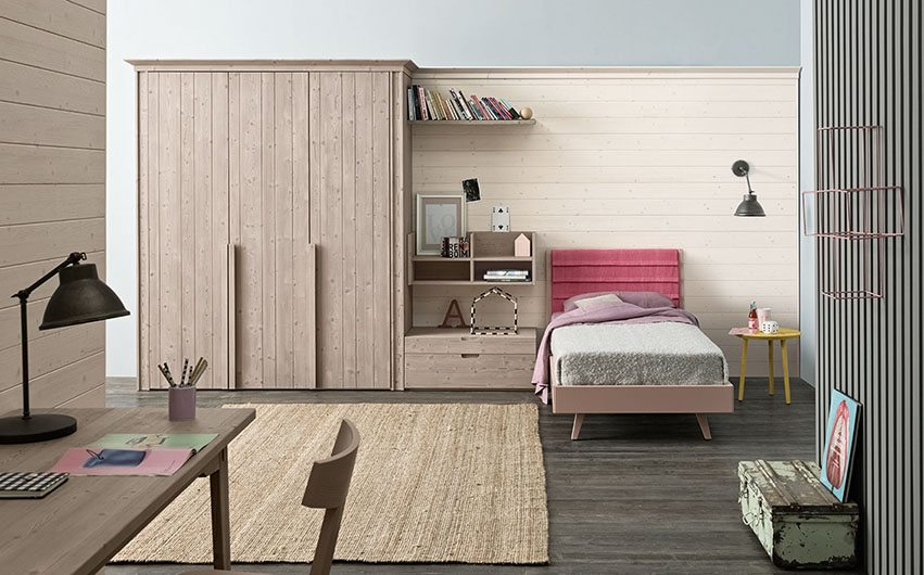 Cameretta classica legno massello di abete prodotte in italia for Progettazione di mobili lavorazione del legno