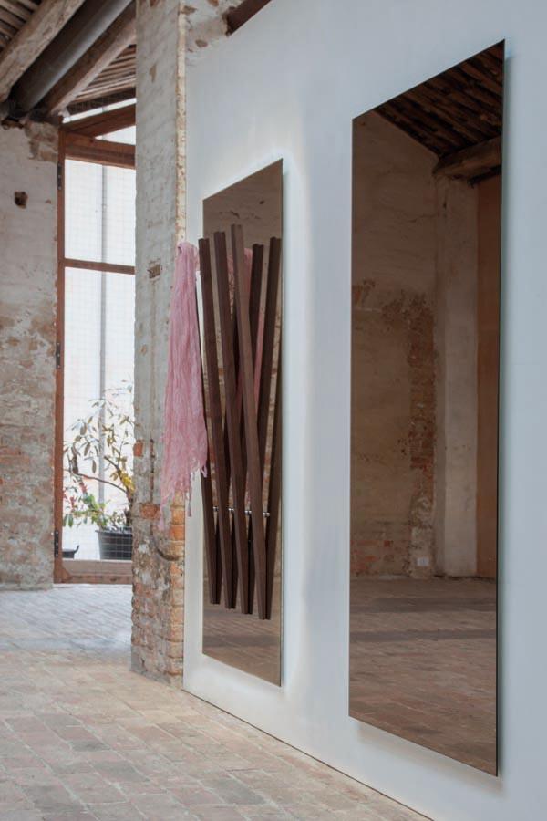 specchio moderno Alicante Tonin Casa con appendini