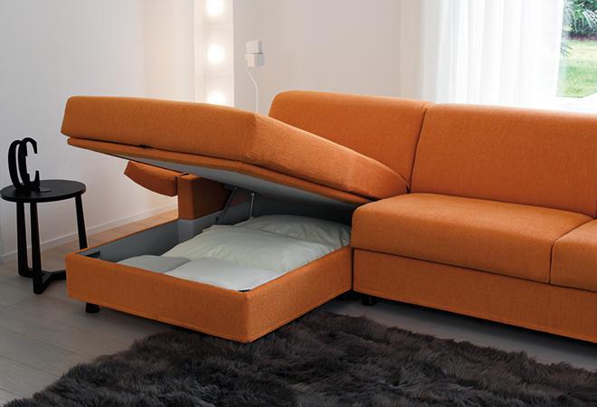 divano con penisola salvaspazio
