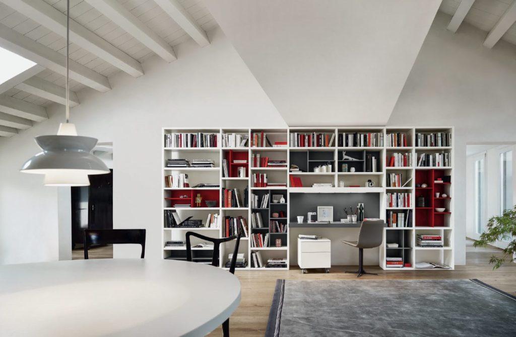 libreria e scrivania