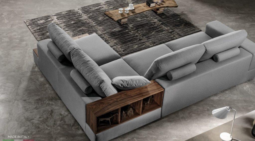 divano con libreria come schienale