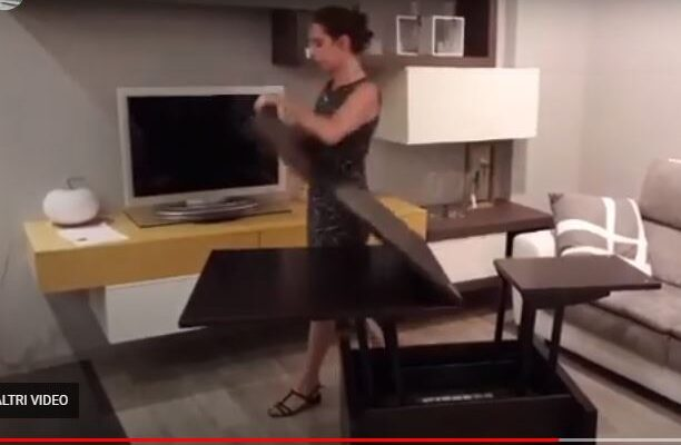In 2 movimenti un tavolino si trasforma in tavolo